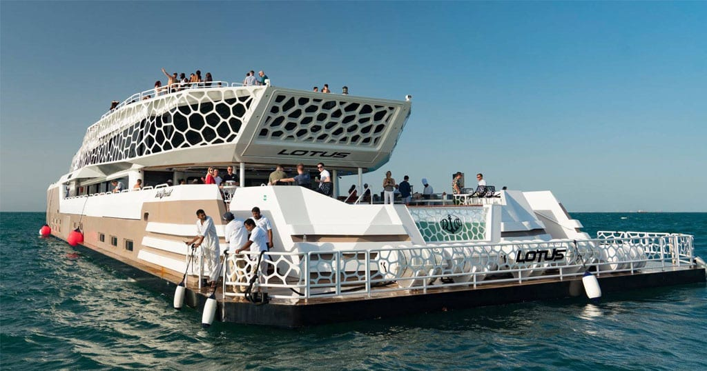to rent a charter boat dubai